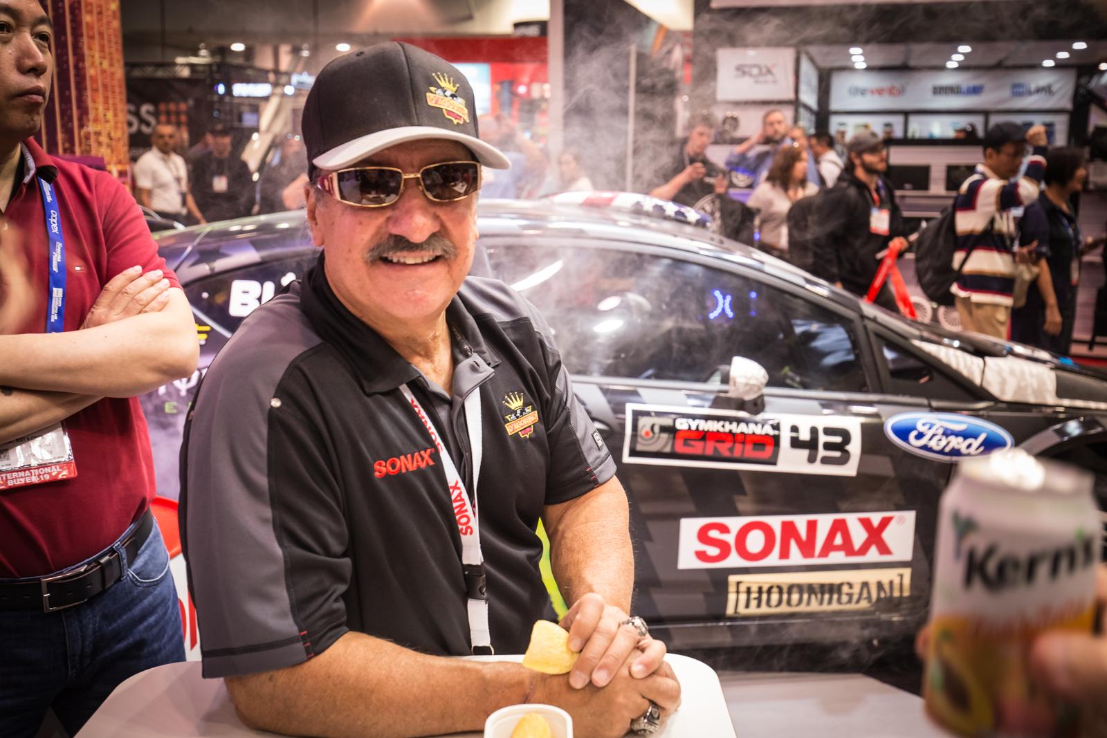 A kaliforniai custom-király, John D'Agostino is állandó vendég volt a SONAX standján